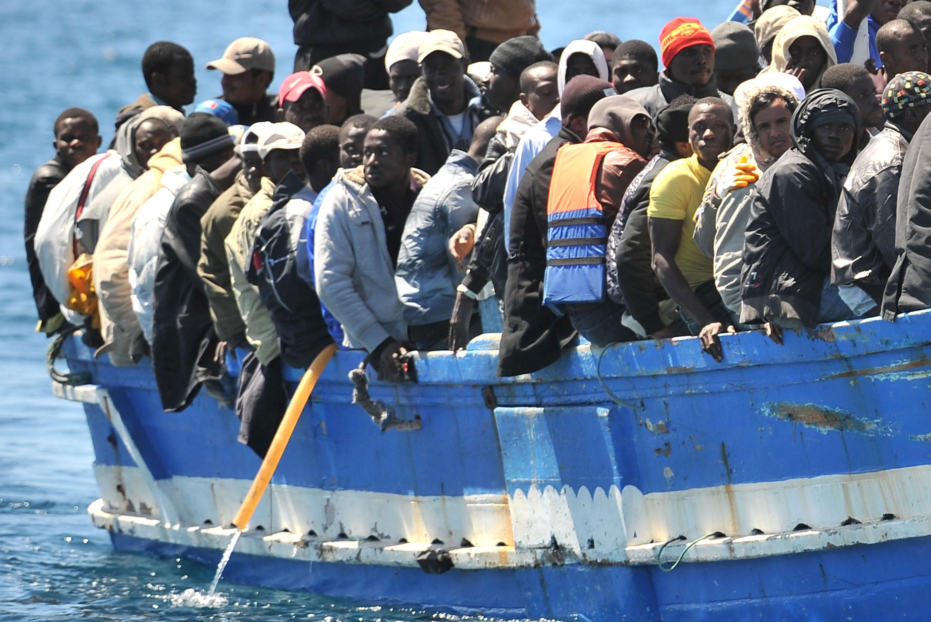 Catania,13 fermi per favoreggiamento dell'immigrazione clandestina