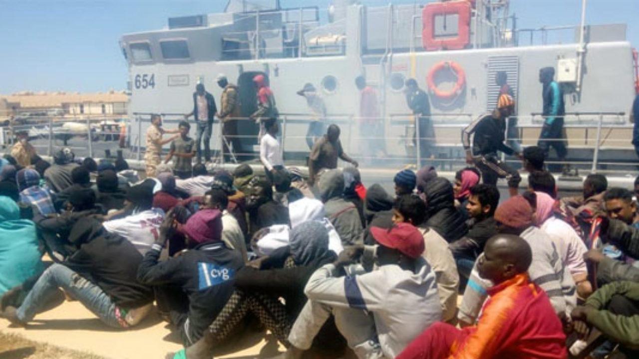 Hotspot di Lampedusa al collasso: 50 trasferiti a Porto Empedocle