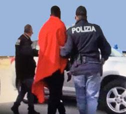 Tornano a Lampedusa dopo l'espulsione: 14 tunisini arrestati