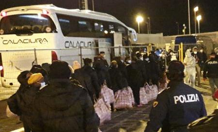 Quindici migranti positivi al coronavirus trasferiti da Pergusa a Palermo