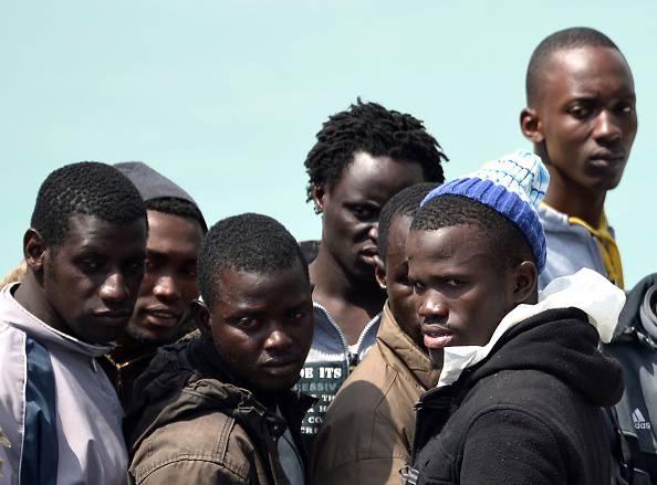 Canicattì, 17 migranti espulsi vanno dalla polizia a chiedere soldi e cibo