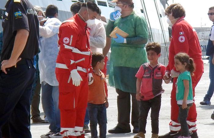 Pozzallo, migrante morta nella traversata: salvi suoi figli di 8 e 6 anni