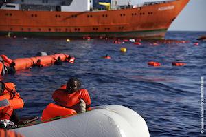 Palermo, 1500 migranti in salvo in poche ore: 8 morti su due gommoni