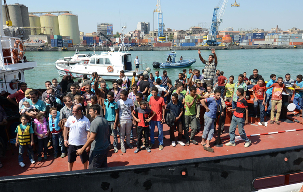 Catania, in porto nave Aquarius con 105 migranti