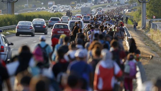 Migranti, la Germania intensifica i controlli alle frontiere con l'Austria