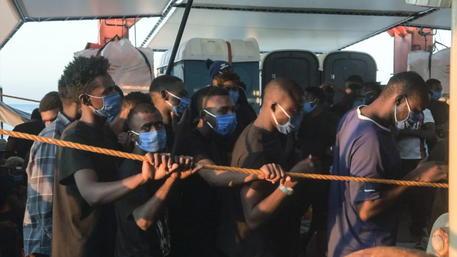 Naufragio a sud di Lampedusa, 15 migranti recuperati e 5 dispersi