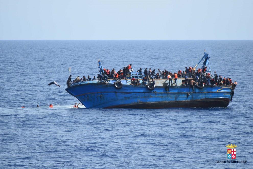 Migranti, alla vista di libici scappano: almeno 5 morti