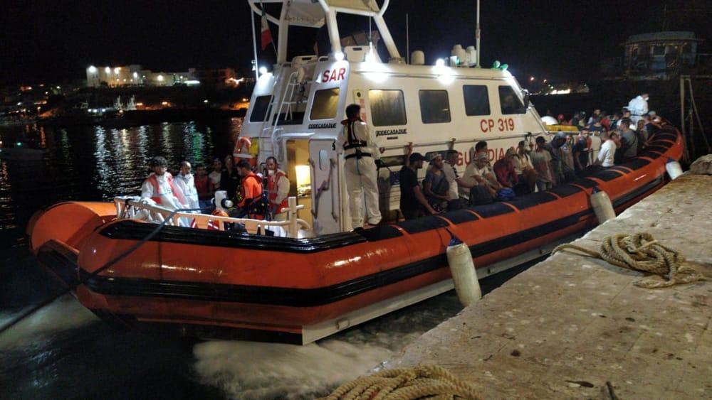 Due sbarchi nella notte a Lampedusa di 28 migranti
