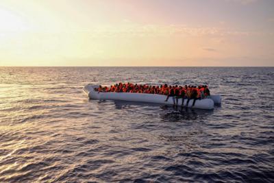 Migranti, la Ocean Viking salva 92 persone a 30 miglia dalla Libia