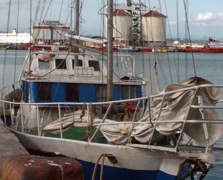 Migranti, in 71 sbarcano a Crotone: due presunti scafisti fermati