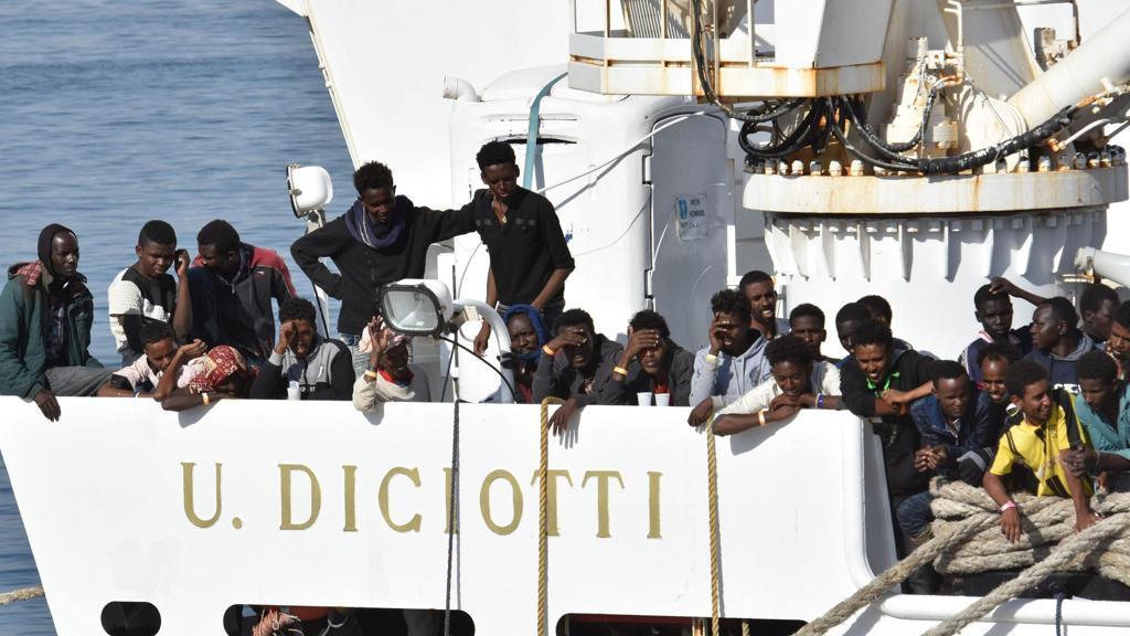 Migranti, la nave Diciotti è diretta a Trapani: a bordo 67 persone