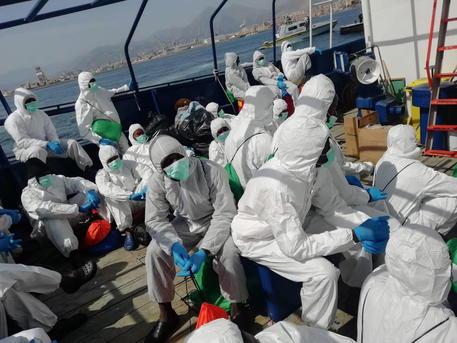 Sbarcati 56 migranti a Lampedusa: trasferiti a  Porto Empedocle