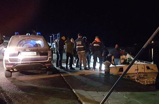 Sedici migranti sbarcano a Lampedusa: hotspot pieno