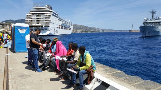 Migranti, sbarchi a Catania e a Messina: arrivano in 497