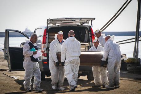 Migranti morte, venerdì i funerali laici al cimitero di Salerno
