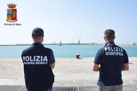 Migranti, sbarco in Calabria: fermati due presunto scafisti