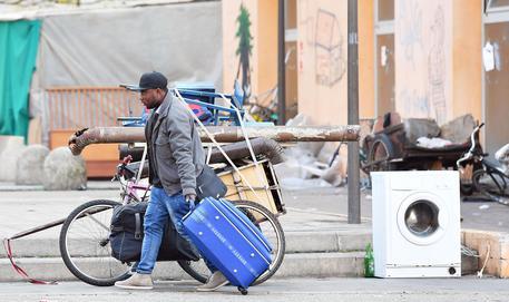 Ex Moi di Torino, al via il trasferimento dei primi migranti