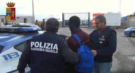 Migranti, arrestati trafficanti a Catania: contatti con filo-jihadisti
