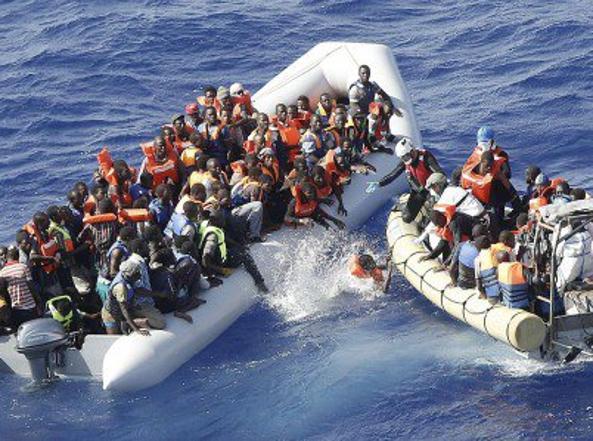 Migranti, la Consulta Pace di Palermo firma per il superamento della Bossi-Fini