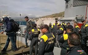 Salvati 800 migranti nel Mediterraneo: anche 2 cadaveri