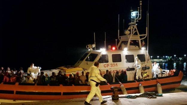Sbarcati nella notte a Lampedusa quindici migranti
