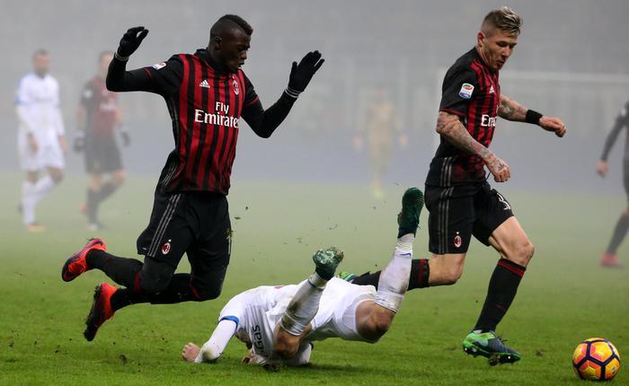 Il Milan annaspa tra la nebbia: pari in casa con l'Atalanta