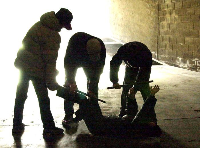 Milano, 15enne rapito e torturato da coetanei