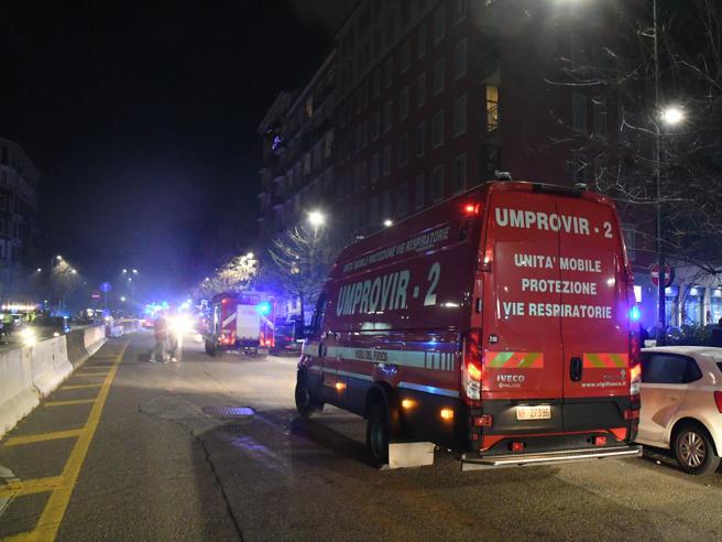Paura in pieno centro a Milano, incendio vicino all'Hotel des Etrangers