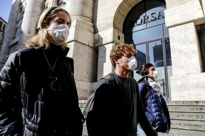 Coronavirus, primi casi di positività in Liguria e Sicilia: 2 in Toscana e 80 mila in tutto il mondo