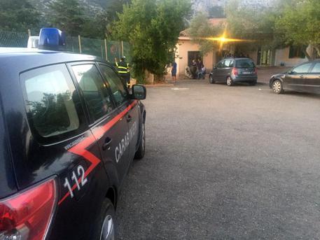 Madre e figlio segregati in un box nel Pavese, arrestata coppia