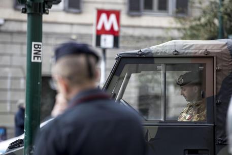 Militare suicida nel bagno della stazione Barberini a Roma