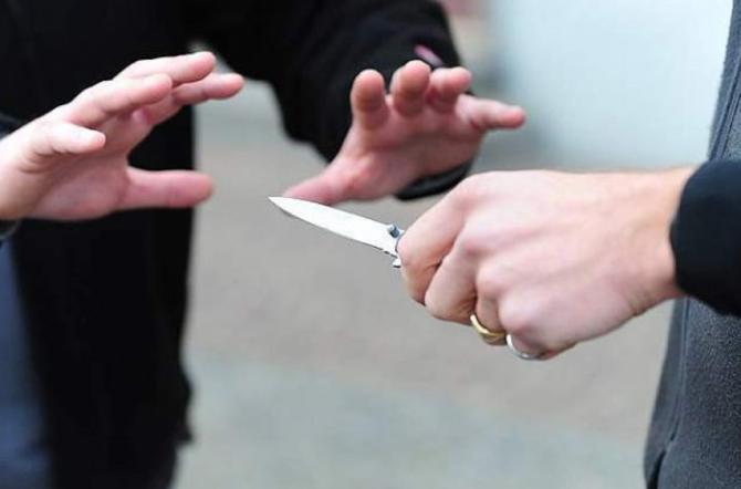 Licata, arrestata per minacce al vicino: impugnava un coltello
