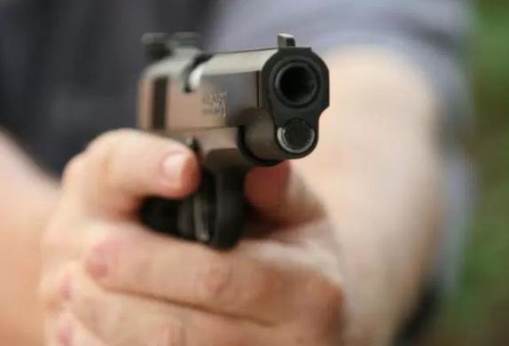 Minacce e spari contro la compagna, un arresto a Siracusa