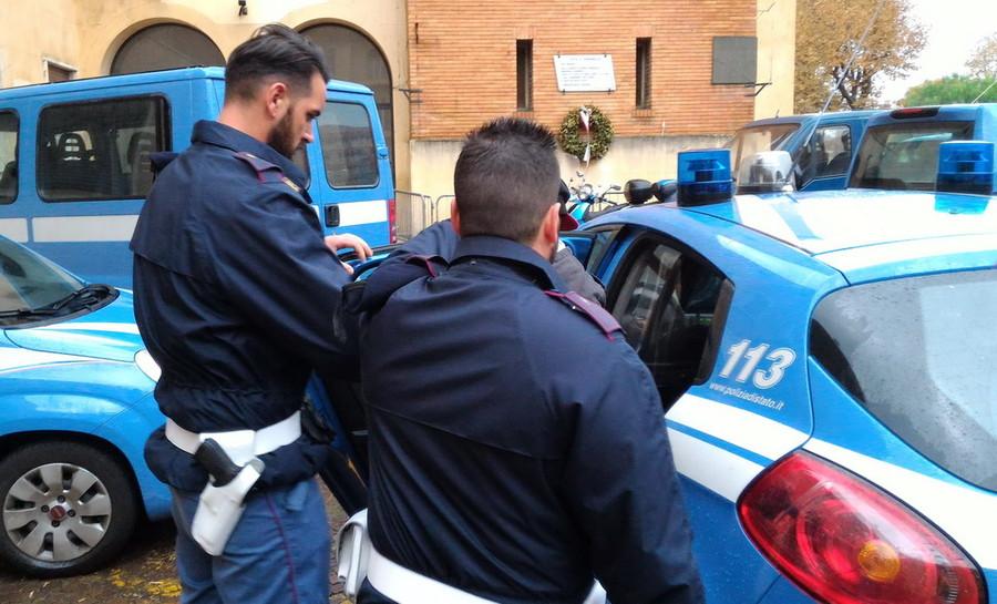 Minaccia di far esplodere un palazzo a Milano, 17enne arrestato
