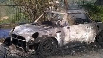 Incendi, Mini Cooper in fiamme a Siracusa: sul luogo i vigili del fuoco