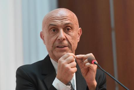 Minniti convoca il Comitato antiterrorismo, allerta sui luoghi affollati