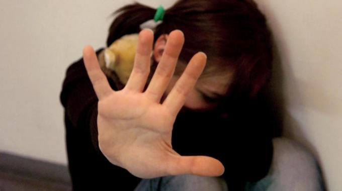 Catania, atti sessuali con una sedicenne: finisce a piazza Lanza