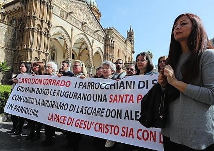 Palermo, sit-in davanti all'Arcivescovado per difendere don Alessandro Minutella