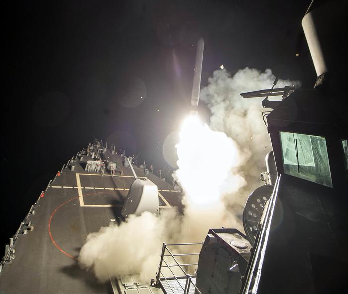 Siria, attacco Usa con 59 missili, Trump: gli altri Paesi si uniscano