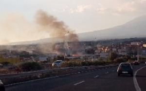 Incendi nel Catanese, paura e fuoco a Misterbianco e Zafferana Etnea