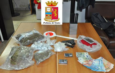 Armi e droga: blitz della polizia a Catania, una persona in manette