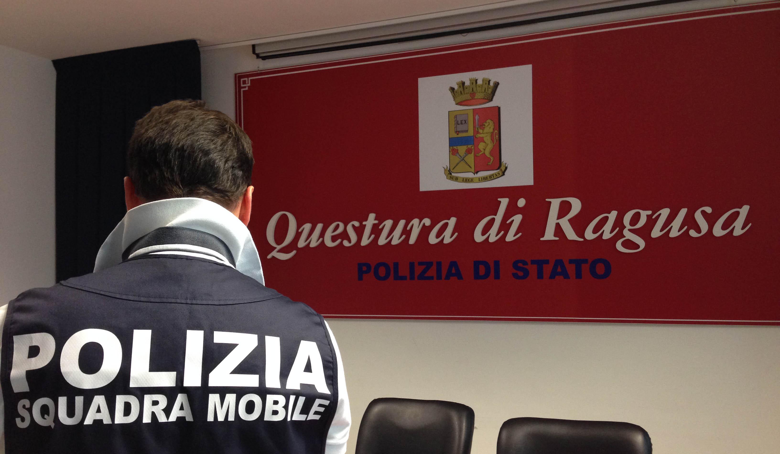 Ragusa, rifiuta le avances e lui la rapina del telefonino: arrestato