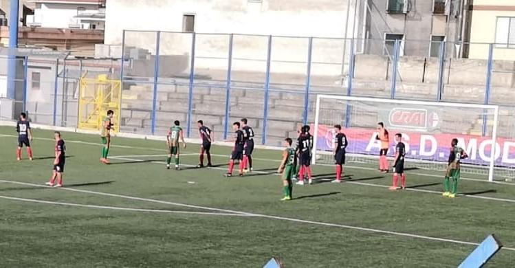 Promozione, il Modica si arrende al Comiso nel derby (0 - 2). Il Frigintini vince ( 4 - 1) sul campo del Megara
