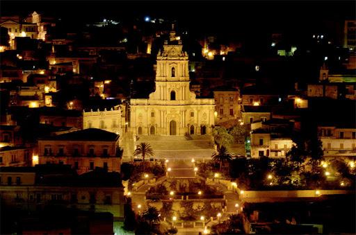 Modica, illuminazione nel centro storico: raggiunto l'accordo sulla luce calda