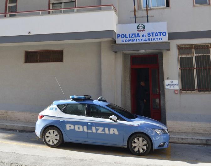 Insulti e sputi contro i poliziotti al commissariato di Modica