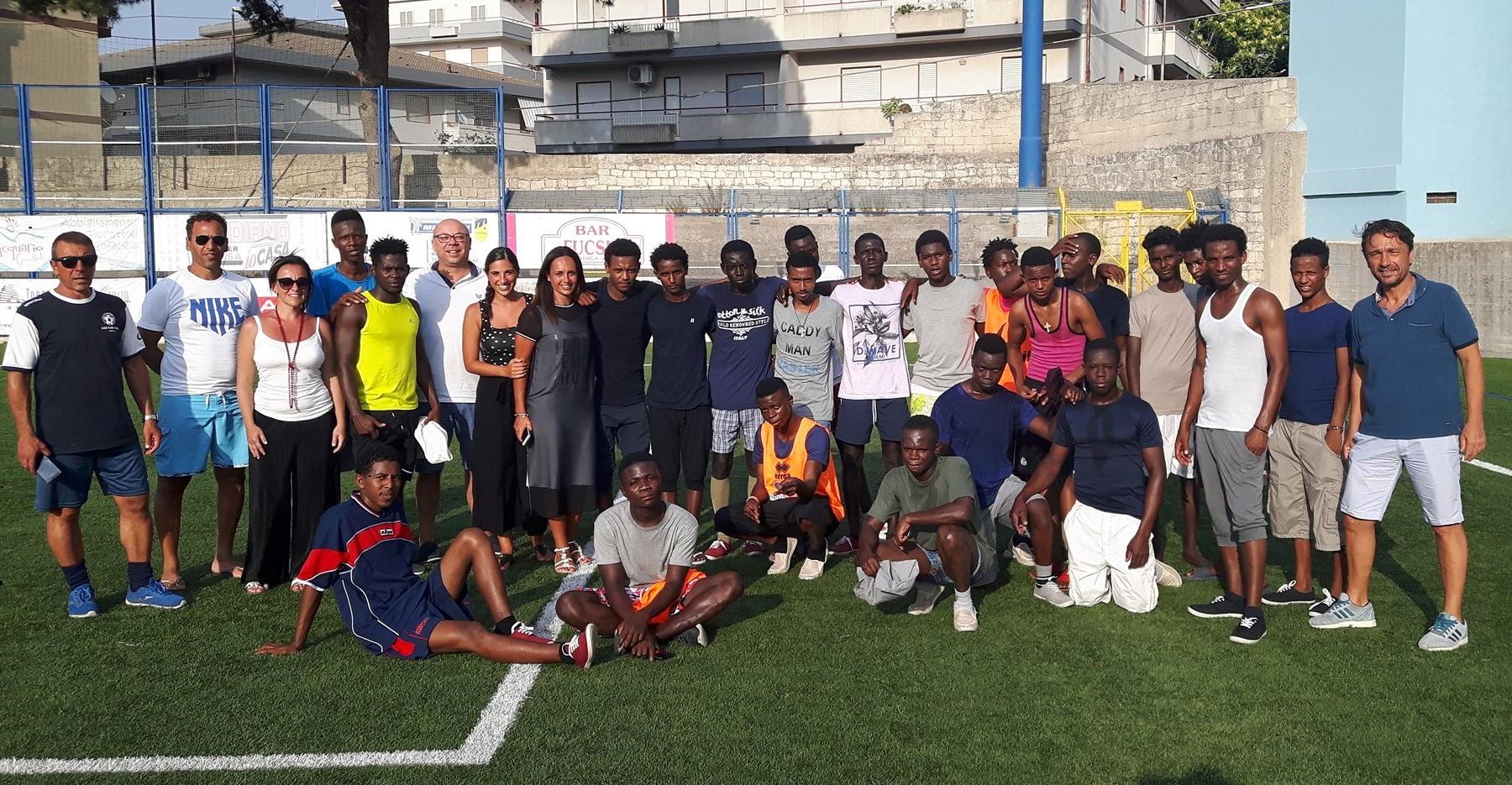 Sport e solidarietà, 21 giovani immigrati ospiti del Modica Calcio