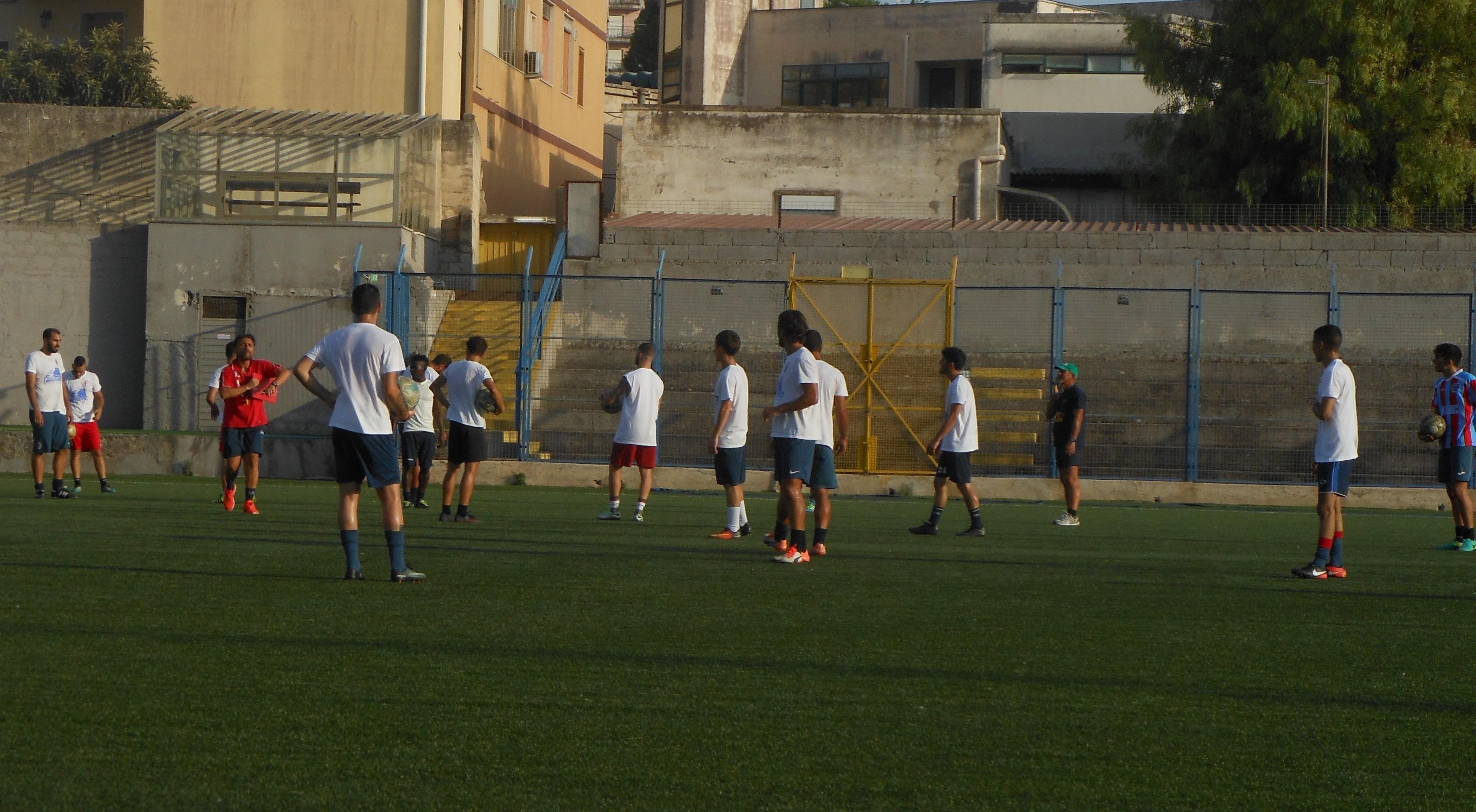 Calcio, il Modica prepara l'amichevole di giovedì col Città di Ragusa
