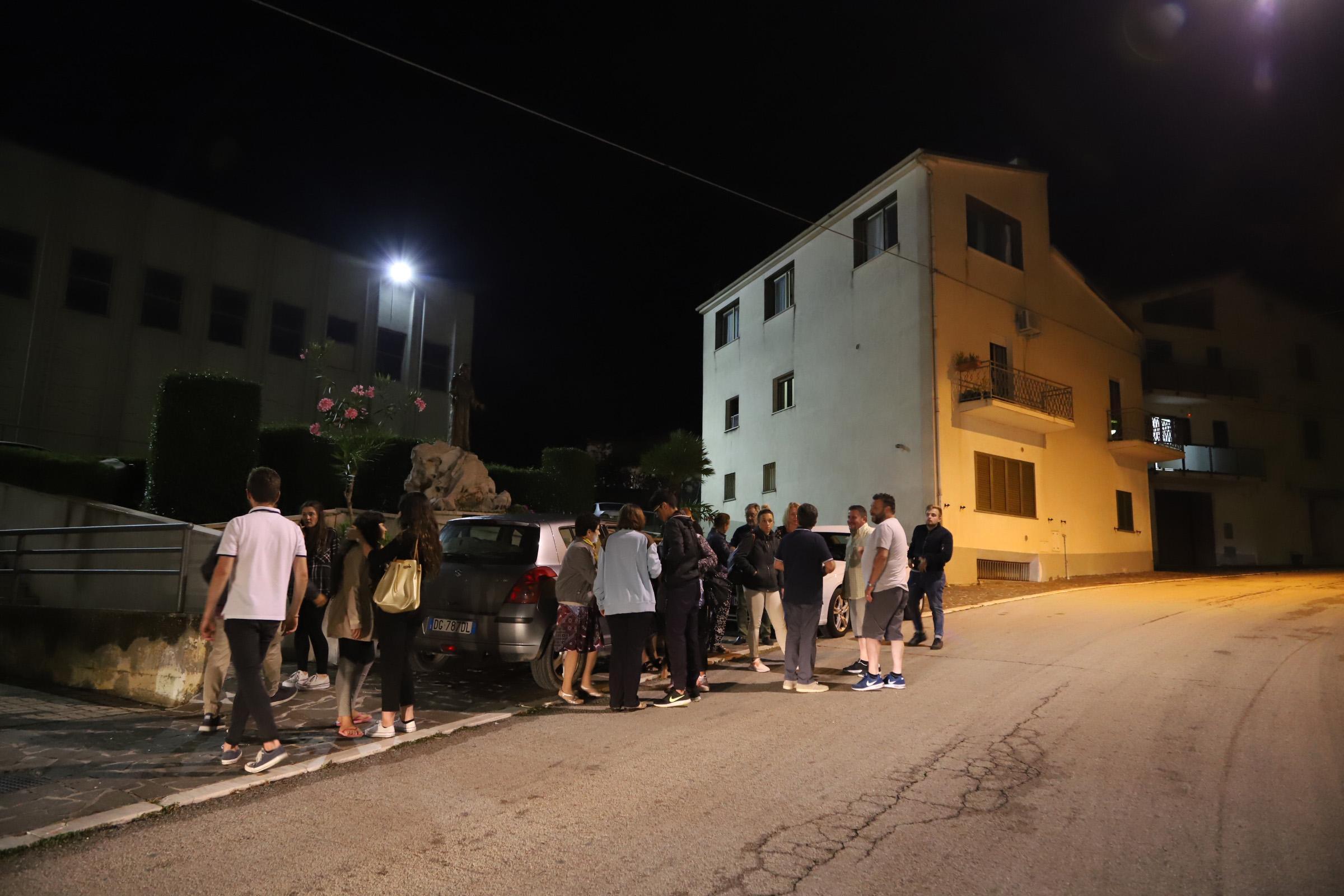 Terrore in Molise per il sisma, gente tutta in strada