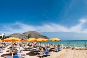 Ancora troppo caldo a Palermo, lidi di Mondello aperti fino a ottobre