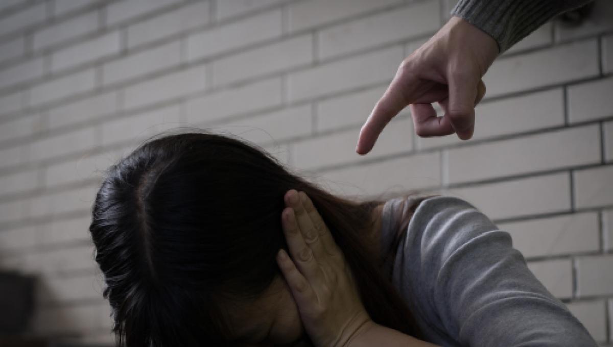Vessazioni e minacce all'ex moglie, 48enne agli arresti domiciliari a Catania